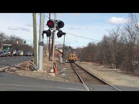 Railfanning The Springfield Line 3/12/18 *Train Goes Into Emergency Mode*