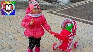 #Gummy Bear Мишка #Гумибер Прогулка в парке коляска #Маша и Медведь