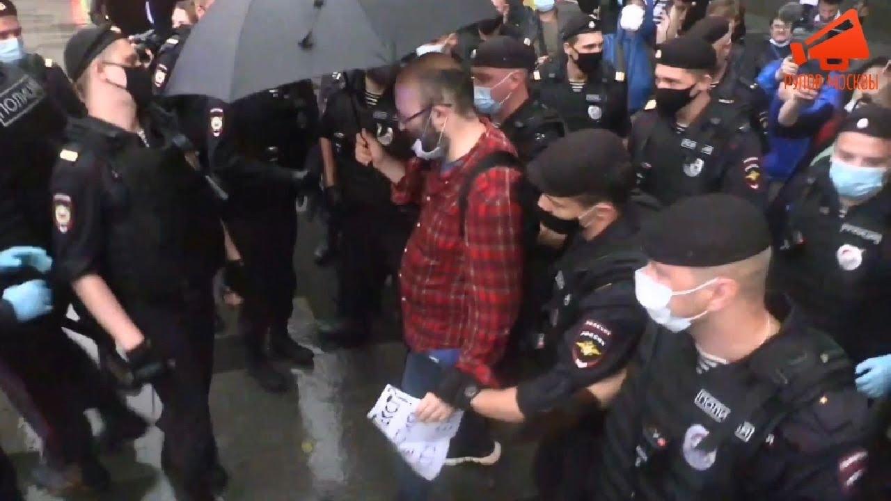 Несколько человек задержаны на несогласованной акции протеста у здания ФСБ РФ в Москве