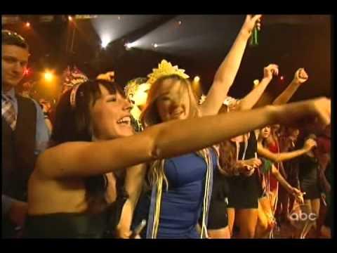 Jason Aldean Dirt Road Anthem live New Year's Rockin' Eve 2013