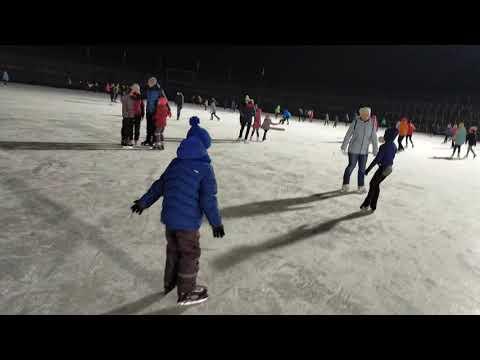Первый раз на коньках :-))не ржать :-))