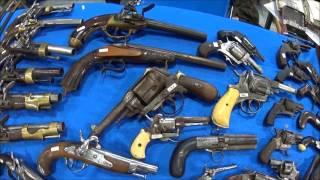Bourse aux armes Militaria. Les armes anciennes en vente libre de nos jours. thumbnail