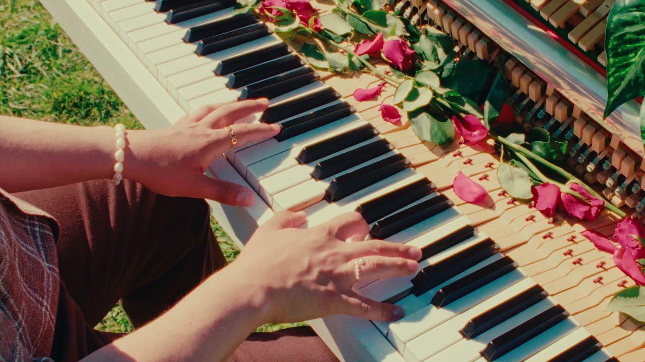 boy pablo - i heart u (Official Music Video)