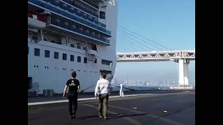 chef-jos-andr-ngo-delivers-food-quarantined-passengers-cruise-ship-abc-news