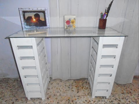 Diy mesa o escritorio con cajas de fresas recicladas - Como hacer una mesa escritorio ...