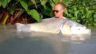 Fishing in Thailand @ Jurassic Mountain Resort and Fishing Park: Shaun puts the float into practice
