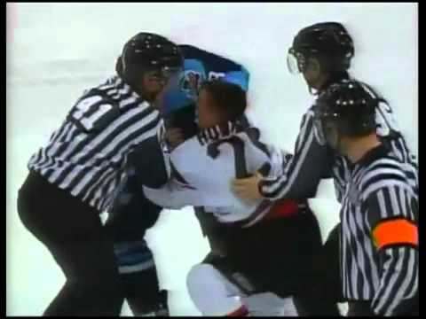 Hockeyfighters.cz  Zac Rinaldo vs Jamie Howard.wmv