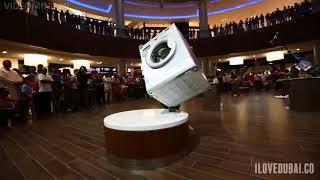 Balance Artist In Dubai Mall