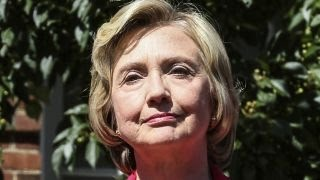 Clinton confirms paying staffer to maintain private server