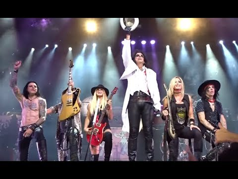 Orianthi joined Alice Cooper for Schools Out at the Greek Theater in Los Angeles..!