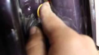 Как снять двери Нива Шевроле, электро разъёмы?!!!(Как разъединить электро разъёмы дверей Нива Шевроле., 2014-06-18T15:10:11.000Z)