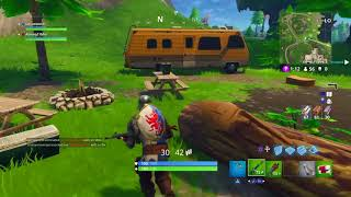Fortnite Battle Royale funny moments (Stupid friend getting scared)