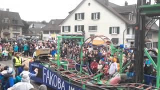 carnavalswagen met achtbaan en looping in zwitserland
