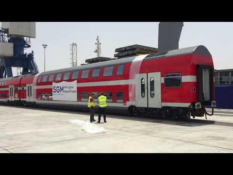 Discharging rail cars - Ashdod port רכבת ישראל
