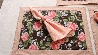 Jogo americano de tecido floral com canto mitrado