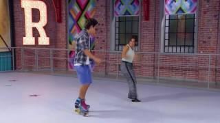 Daniela y Simón bailan en la pista - Soy Luna - Capítulo 47