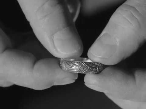 Перстень «мертва голова» (нім. Totenkopfring, ss-ehrenring) — персональна відзнака, що видавалась особисто генріхом гімлером членам сс.