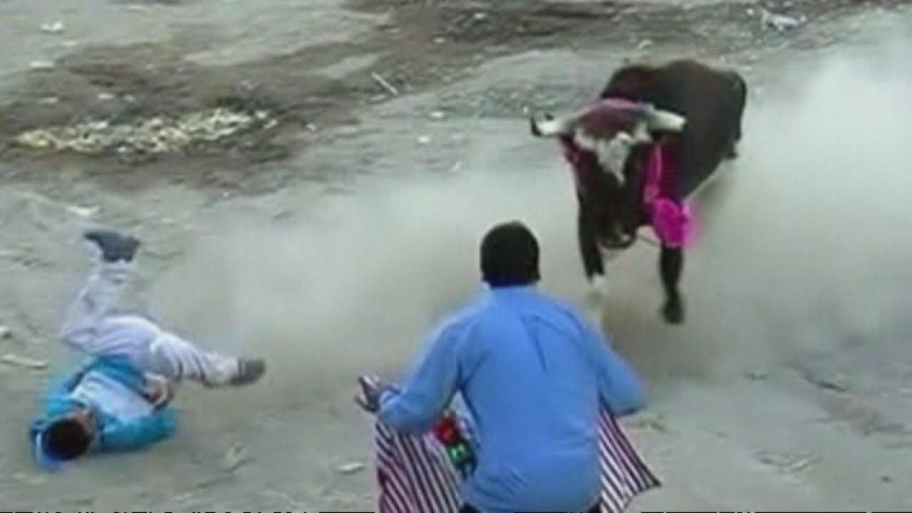 Download Bullfight gone wrong: Ten people injured in Peru