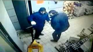 АТБ маркет!  охранник жостко упал