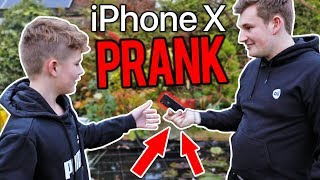 connectYoutube - SURPRISING MY BROTHER WITH AN IPHONE X (PRANK)