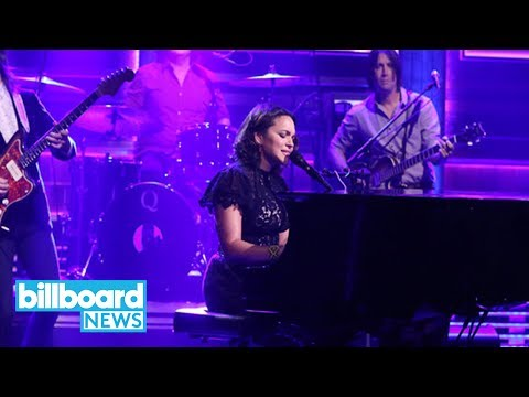 Norah Jones Pays Tribute to Chris Cornell, Covers 'Black Hole Sun' | Billboard News