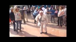 Starý dědek tancuje na romskou píseň od Kajkoše thumbnail
