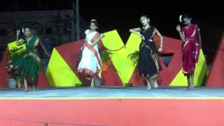 Nalla cheera nalla raika Telangana folk dance by Kaumudhi and her friends