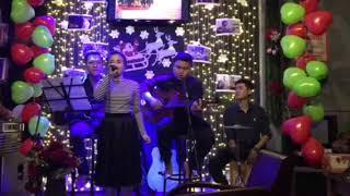 Feliz  navidad Tượng cafe cover by guitar huy đỗ-hồng lộc đỗ-cajon hiếu đoàn- singer hồ nhi