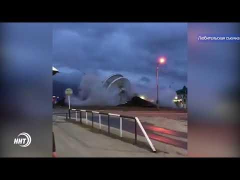 В Махачкале взрывом снесли стелу
