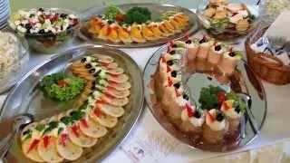 Poczęstunek bankietowy, dania zimne, dania gorące, ciasta, owoce
