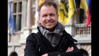 The Amazing Race Host Phil Keoghan Gives His Predictions on This Seasons Winner