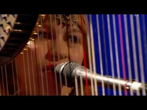 Joanna Newson - The Book Of Right-on (Live Jools Holland 2004) Oficial