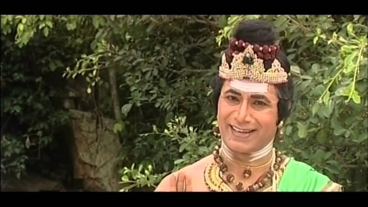 Renugacharya Gifts Shiv Linga To Priest- Sri Jagathguru