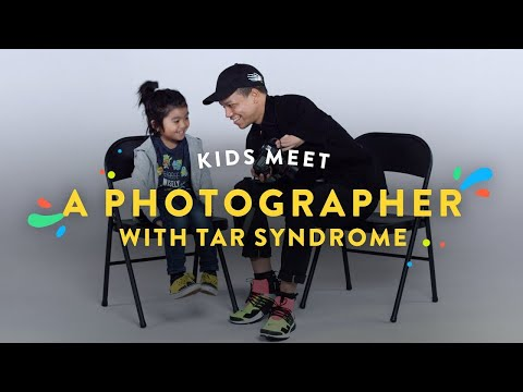 Kids Meet a Photographer with Tar Syndrome | Kids Meet | HiHo