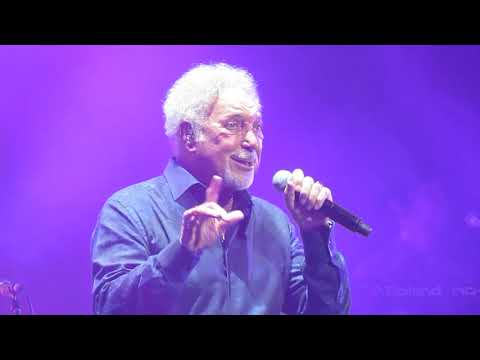 Tom Jones- Kiss (June 1, 2018- Paramount, Seattle)