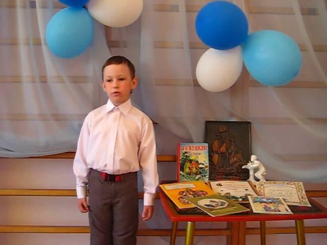 Изображение предпросмотра прочтения – МаркГребенев читает произведение «Медный всадник» А.С.Пушкина