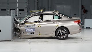 2017 BMW 5 series driver-side small overlap IIHS crash test