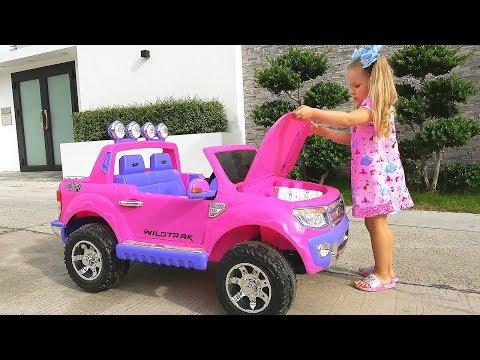 Диана и новые игрушки - День подарков для детей / Diana and new toys, Boxing Day for children