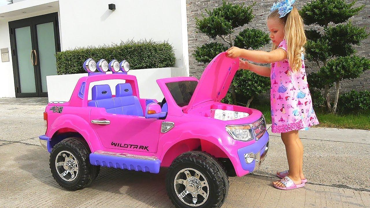 Диана и новые игрушки - День подарков для детей  Diana and new toys, Boxing Day for children