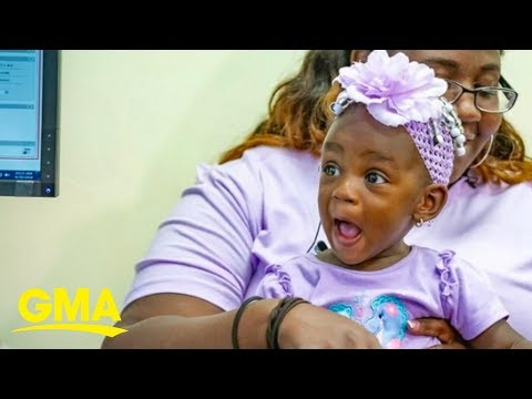 Donnie McClurkin - The incredible moment a deaf toddler hears her mom say 'I love you'