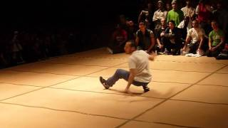 solo b-boy ROBIN vs LILOU uk bboy championship 2010.mp4
