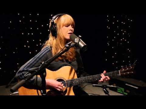 Lucy Rose - Middle Of The Bed (Live on KEXP)