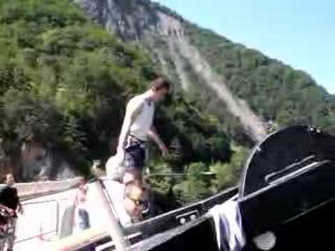 Le saut à l'élastique le plus ridicule du monde poster