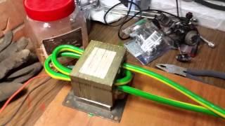 Понижающий транфморматор из старой микроволной печи(1. Нашли старую микроволновку 2. Выковыряли трансформатор 3. Выбили повышающую катушку 4. Намотали немного..., 2015-11-07T16:19:30.000Z)