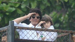 Shahrukh Khan & AbRam GREETING fans on Eid outside Mannat will make you go AWW!