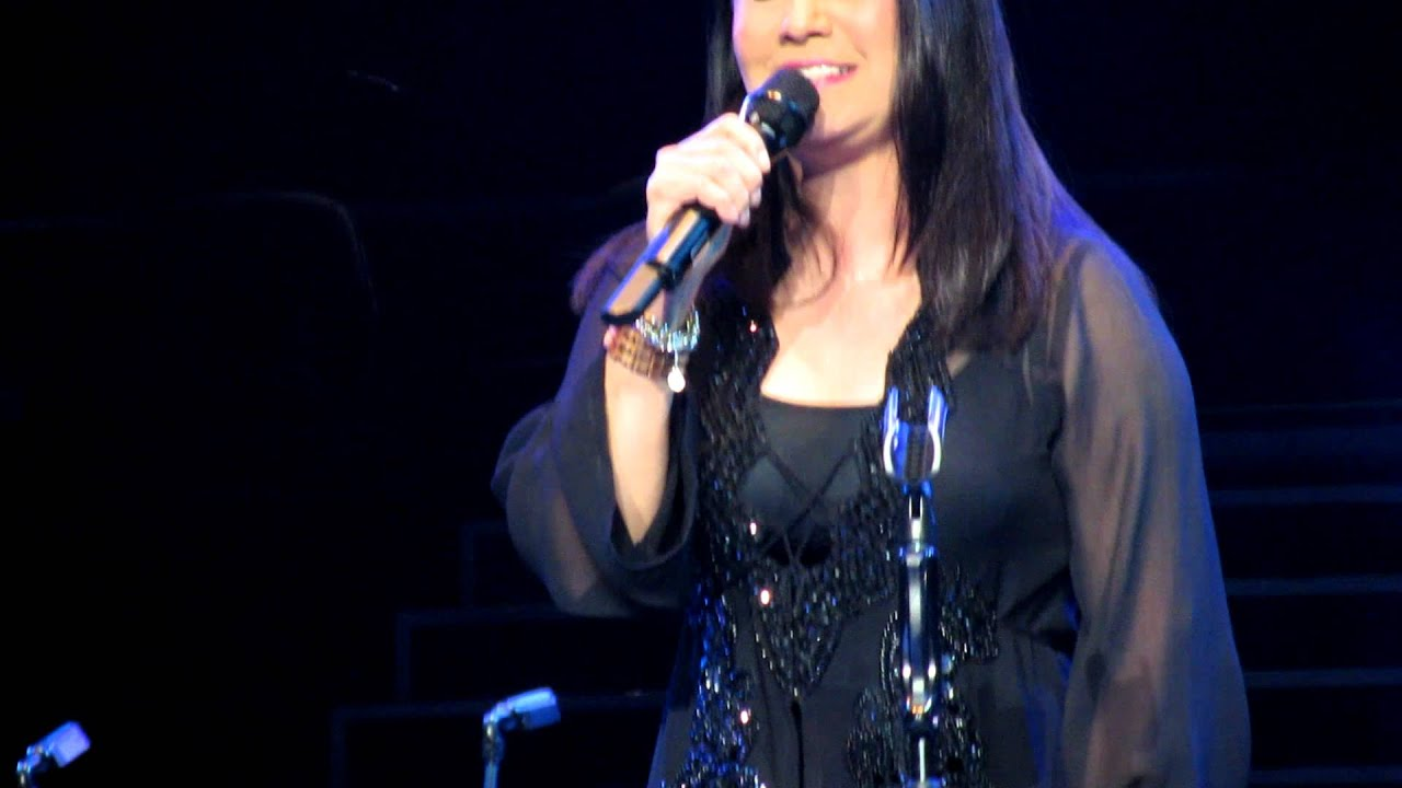 Ana Gabriel - Huelo A Soledad Lyrics | MetroLyrics
