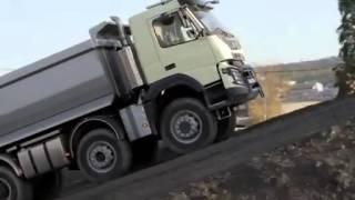 VÍDEO: Menina de quatro anos testa caminhão de 540 cv e 18 toneladas