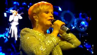 Katri Helena - Puhelinlangat laulaa reggae @ Kaapelitehdas 14.2.2013