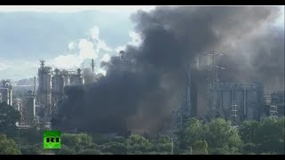 YouTube動画:A huge fire is blazing at a petrochemical plant in San Roque, Spain