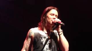 "Slash ft. Myles Kennedy & the Conspirators - ""Battleground"" World premiere live in Osaka, Japan"